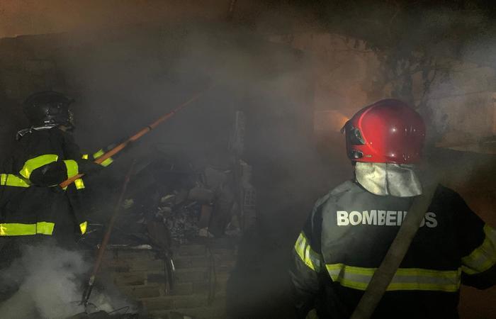 incendio_em_casa_de_materiais_reciclaveis