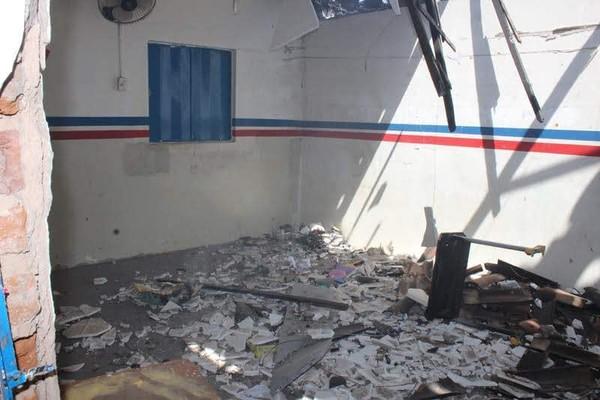 escola_e_posto_incendiados