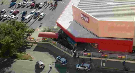 troca_de_tiros_com_assaltantes_em_supermercado