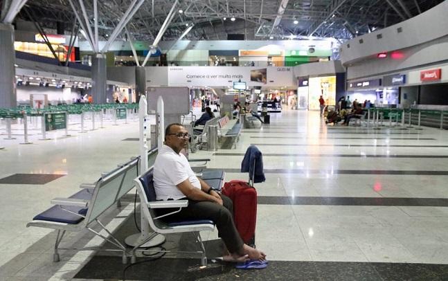 aeroporto-sem_emprego_e_sem_lar