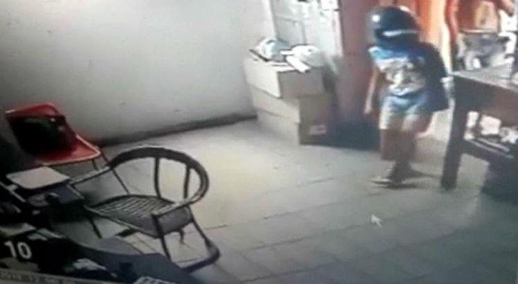 crianca_assaltando_motel