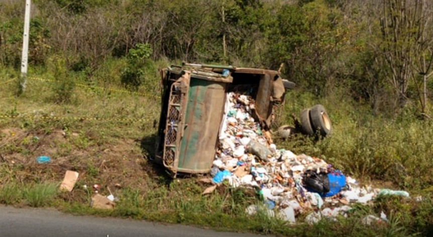 acidente_com_caminhao_de_lixo