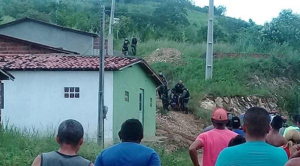 morto_em_troca_de_tiros_vila_dos_300