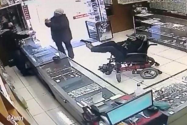 assalto_cadeirante