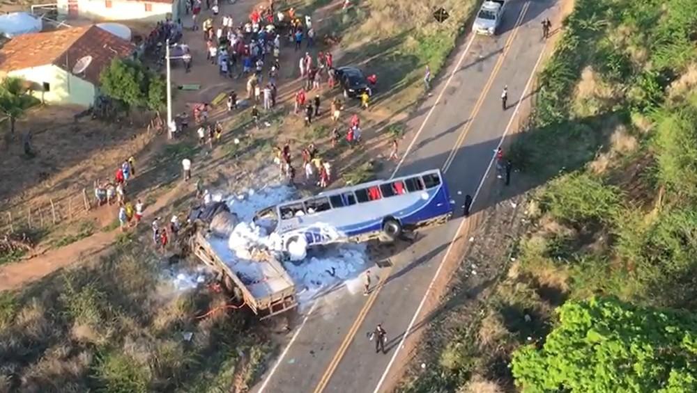 acidente-onibus_romeiros_ce-371