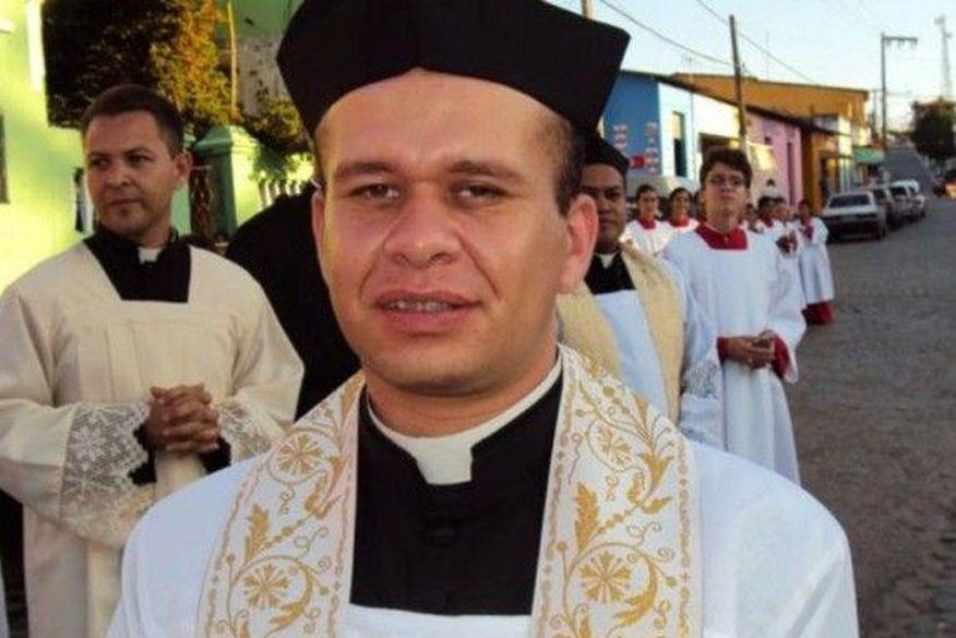 arqidiocese-igreja_catolica-padre_adriano