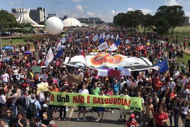 protesto_contra_corte_de_verbas_na_educacao