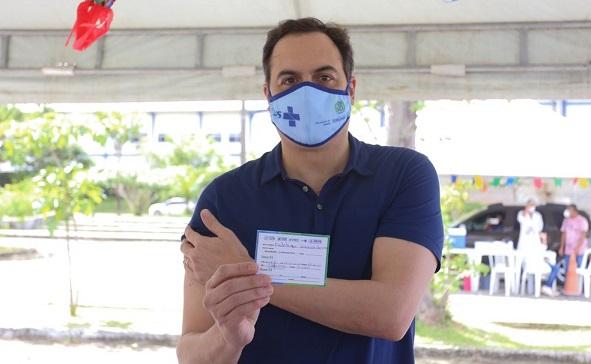 paulo-camara-governador_vacinado
